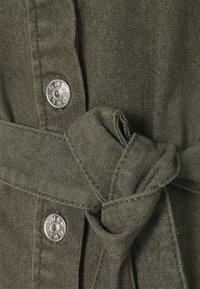 ONLY - ONLLAUREL LIFE FRILL DRESS - Košilové šaty - kalamata - 4