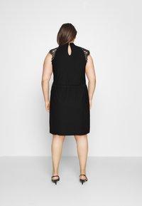 Vero Moda Curve - VMMILLA SHORT DRESS  - Koktejlové šaty/ šaty na párty - black - 2