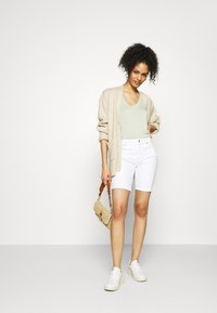 GAP - Denim shorts - optic white - 1