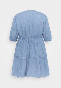 Missguided Plus - CHAMBRAY TIERED BALLOON MINI DRESS - Denim dress - blue - 1