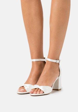 DEB - Sandały na obcasie - crème/white