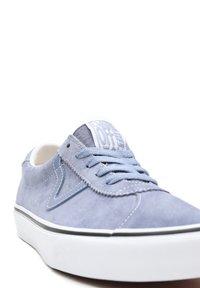 Vans - UA VANS SPORT - Sneakers basse - tempest blue/true white - 7