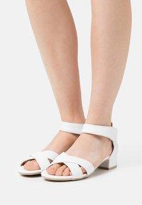 Caprice - Sandalias - white - 0
