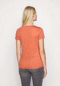 Sisley - ROUND NECK - Basic T-shirt - coral - 2