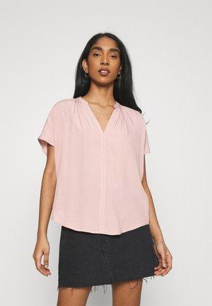 ONLSILLE - T-shirts med print - adobe rose