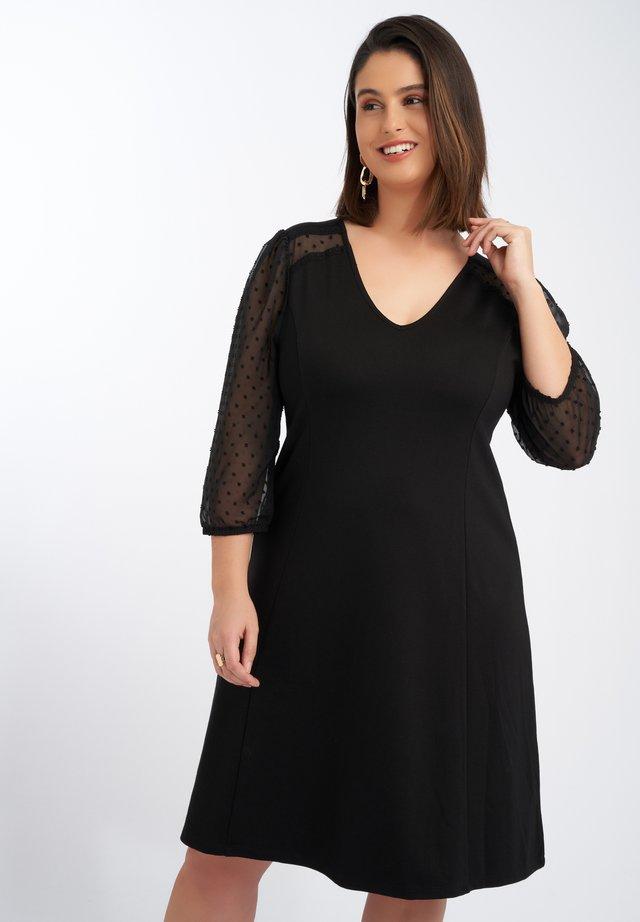 MET TRANSPARANTE MOUWE - Korte jurk - black