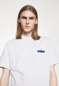 Han Kjøbenhavn - BOXY TEE - Print T-shirt - grey melange - 3