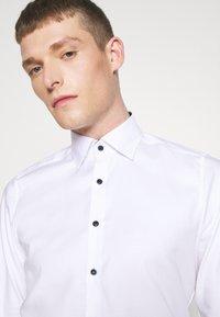 OLYMP Level Five - BODY FIT - Formal shirt - weiß - 3
