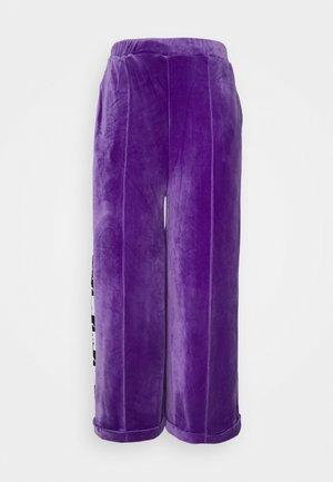 DAZAR - Tracksuit bottoms - violet/black