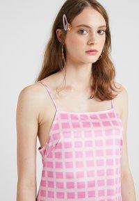 HOSBJERG - NORA LOGO DRESS - Jerseykjoler - pink - 3