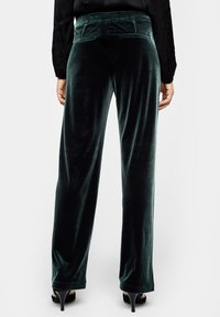 s.Oliver BLACK LABEL - Trousers - green - 2