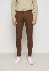 DRYKORN - KILL - Chino kalhoty - braun - 0