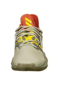 adidas Performance - HARDEN VOL. 4 BASKETBALLSCHUH HERREN - Basketball shoes - red / fear grey / legend green - 5