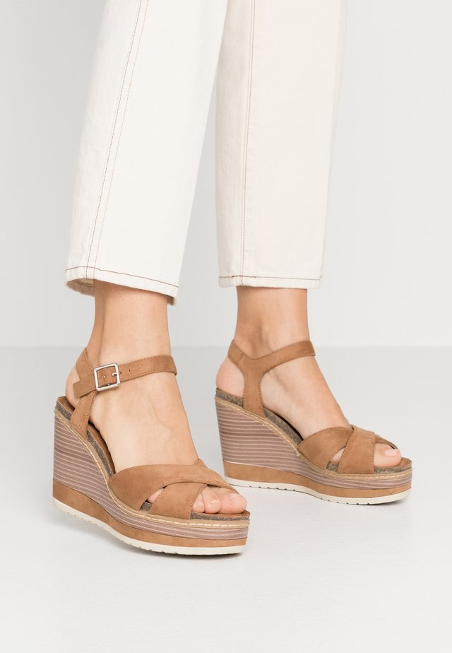 High heeled sandals - camel
