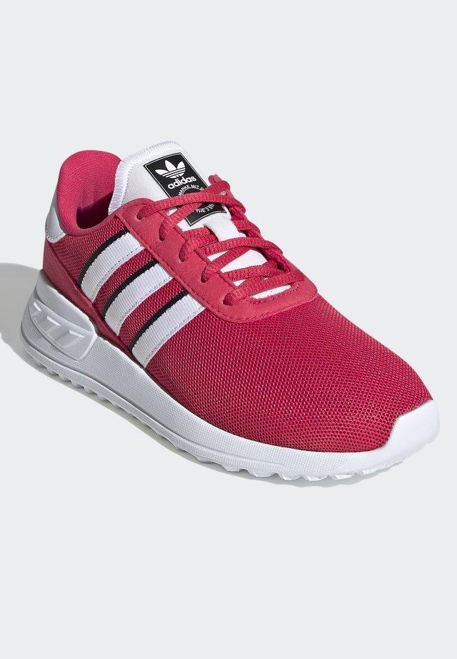 LA TRAINER LITE SHOES - Sneakers basse - pink