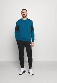 Puma - REBEL CREW SMALL LOGO - Sweatshirt - digi blue - 1