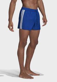 adidas Performance - CLASSIC 3-STRIPES   - Surfshorts - blue - 2