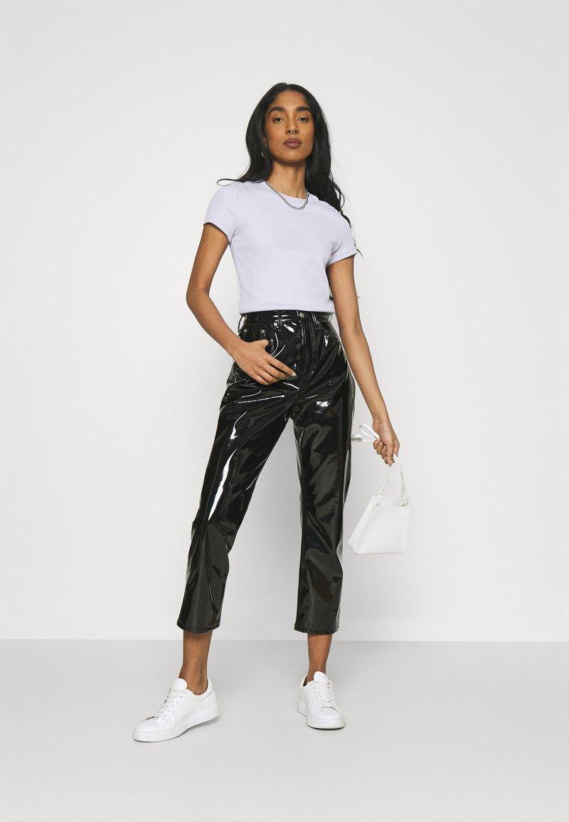 Monki - MAGDALENA TEE 2 PACK - Print T-shirt - black dark solid/lilac