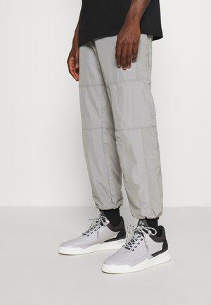 LOW TOP GHOST RADAR - Tenisky - light grey/dark grey