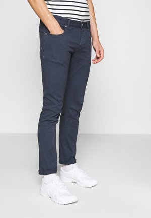 CLEAN GARMENT DYE COLOURS - Slim fit jeans - night