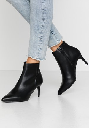 WIDE FIT ALEXI POINT - Ankle boots - black