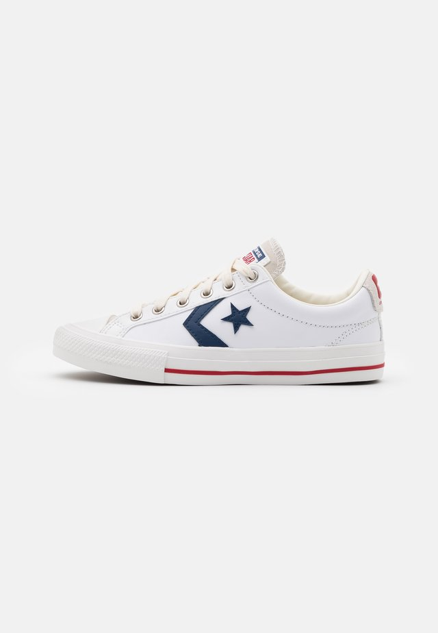 STAR PLAYER UNISEX - Trainers - white/navy/gym red