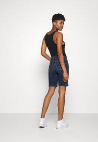 Tommy Jeans - MID RISE BERMUDA - Denim shorts - dark blue - 2