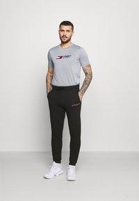 Tommy Hilfiger - LOGO - Spodnie treningowe - black - 1