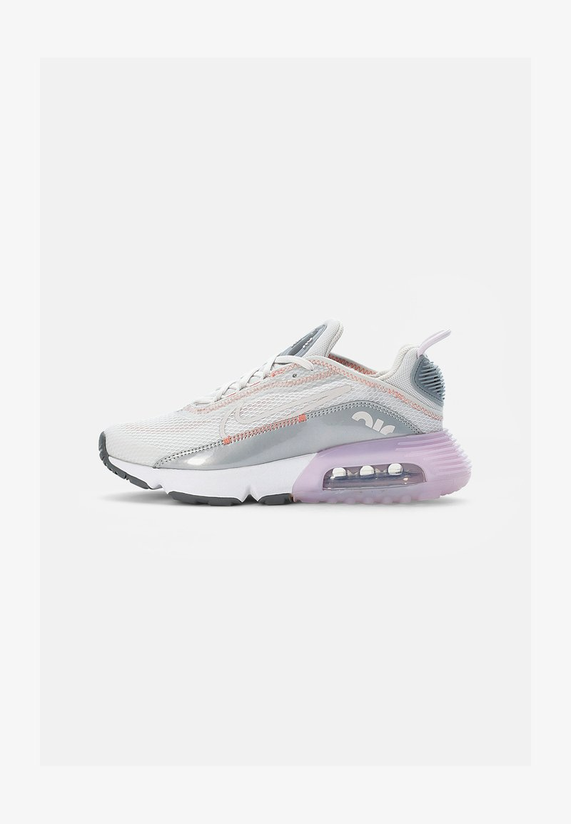 Nike Sportswear - NIKE AIR MAX 2090  - Tenisky - platinum tint/light violet-metallic platinum-crimson bliss