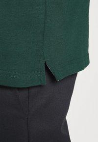 Carhartt WIP - RUGBY - Polo shirt - bottle green/hamilton brown/white - 6