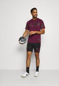 Nike Performance - PARIS ST GERMAIN DRY - Sportovní kraťasy - black/truly gold - 1