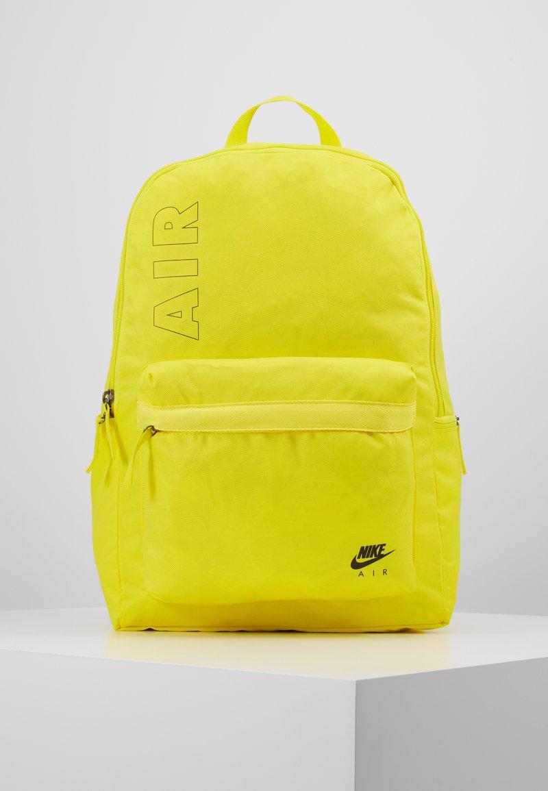 Nike Sportswear - AIR HERITAGE  - Sac à dos - opti yellow/black
