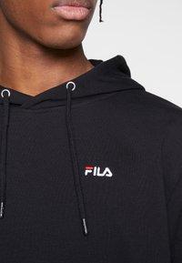 Fila - EDISON - Felpa con cappuccio - black - 5
