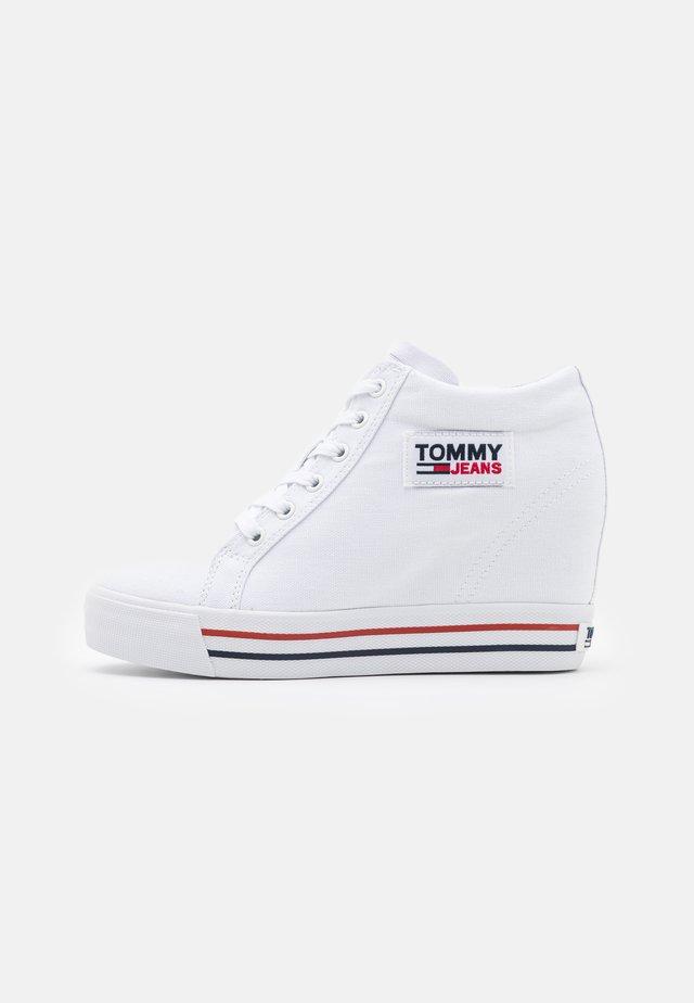 WEDGE  - Zapatillas - white