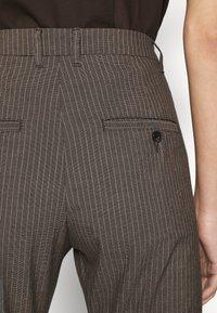 Hope - NEWS EDIT TROUSERS - Trousers - khaki brown - 5