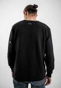 PLUSVIERNEUN - BERLIN - Sweatshirt - black - 2