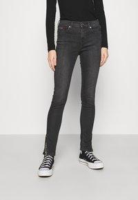Tommy Jeans - NORA SKINNY ZIP - Jeans Skinny Fit - iris black - 0