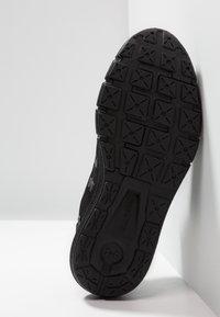 Under Armour - CHARGED ROGUE - Neutrální běžecké boty - black - 4
