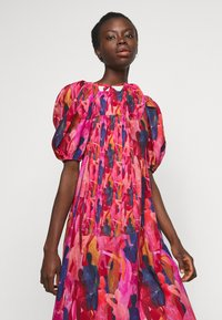 Never Fully Dressed Tall - WHO RUN THE WORLD MIDI DRESS - Vapaa-ajan mekko - pink/red - 3