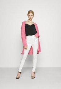 Vila - VISKINNIE ROSIE  - Jeans Skinny Fit - cloud dancer - 1
