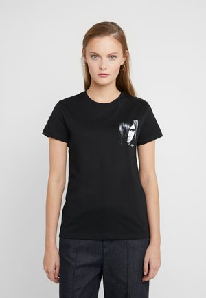 KARL X CARINE  - Camiseta estampada - black