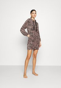 Hunkemöller - ROBE DRESS LEOPARD - Dressing gown - rose tan - 1