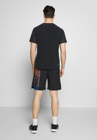 Nike Performance - FLEX SHORT - Korte broeken - black/black/hyper crimson - 2