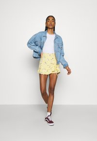 Hollister Co. - RUFFLE SKORT - Shorts - yellow - 1