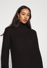 Missguided - ROLL NECK BASIC DRESS - Pletené šaty - black - 4