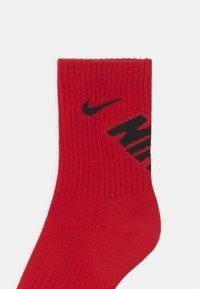 Nike Sportswear - CREW 3 PACK UNISEX - Socks - university red - 2