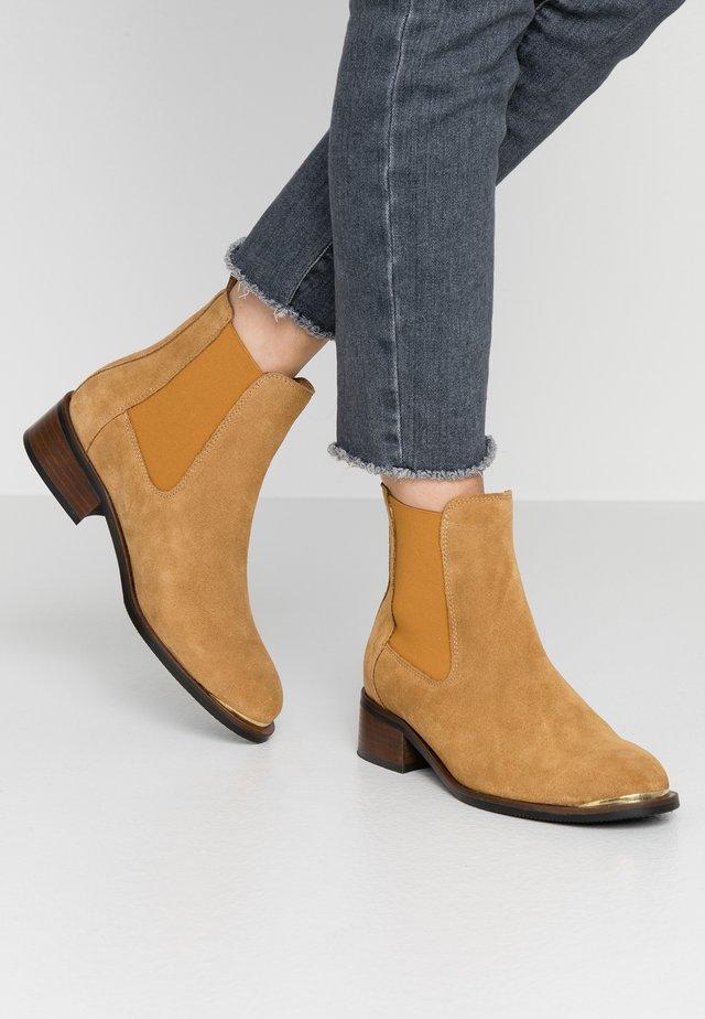 RUBY - Kotníkové boty - camel