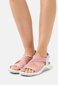 Skechers - REGGAE CUP - Walking sandals - grey/coral gore - 0