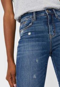 Stradivarius - MIT HOHEM BUND - Jeans Skinny Fit - blue - 3