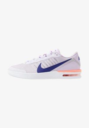 COURT AIR MAX VAPOR WING - Tenisové boty na všechny povrchy - barely grape/regency purple/violet mist
